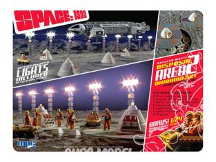 MPC maquette fiction 860 Cosmos 1999 ou Space 1999 Zone de déchets nucléaires 2 Diorama avec Bonus 1:24 Moon Buggy