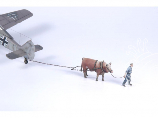 CMK Personnage resine F48354 BOEUF TRACTANT UN AVION avec 1 mécanicien de la Luftwaffe 1/48