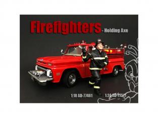 American Diorama figurine AD-77511 Pompier - Tenant une hache 1/24