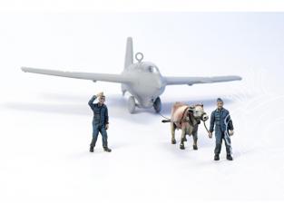 Cmk figurine F72346 Boeuf remorquant un Me 163B avec 2 membres d'équipage au sol de la Luftwaffe 1/72