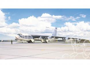 Italeri maquette avion 1451 B-52G Stratofortress Première version avec des missiles Hound Dog 1/72