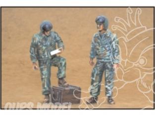 CMK figurine f35168 PILOTES D&39HELICOPTERE RUSSE MODERNE 1/35