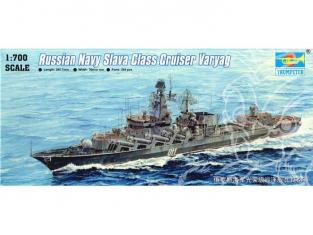Trumpeter maquette bateau 05721 CROISEUR SOVIETIQUE VARYAG 1/700