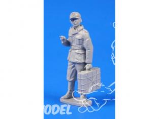 CMK Personnage resine F48302 SOLDAT ALLEMAND WWII Avec vec CASIER A GRENADES 1/48