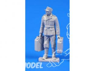 CMK Personnage resine F48301 SOLDAT ALLEMAND WWII Avec JERRICANS DE FUEL 1/48